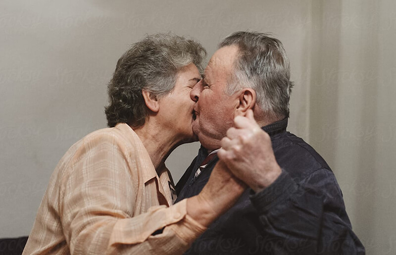 Old people kissing